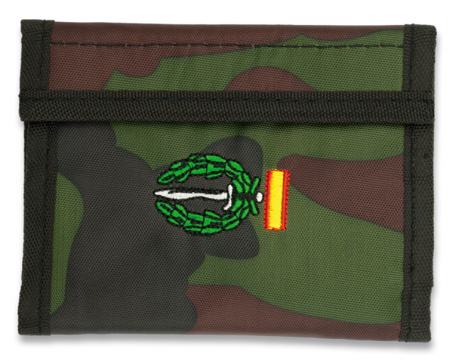 Cartera CAMO. Bordada: GOE