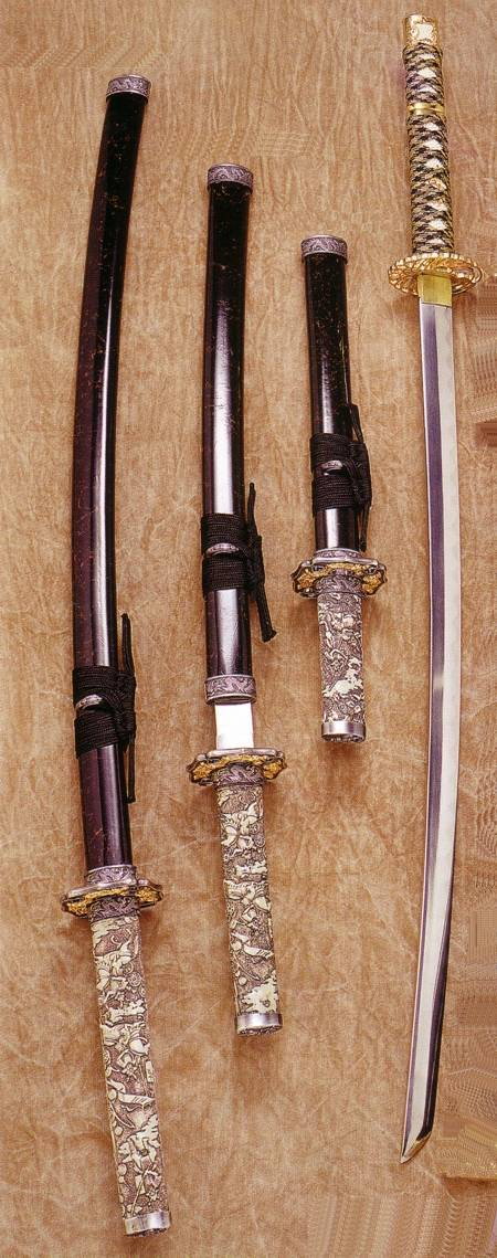 KATANA WAKIZASHI AND TANTO IVORY HANDLE AND KATANA, WAKIZASHI AND TANTO DRAGON HEAD