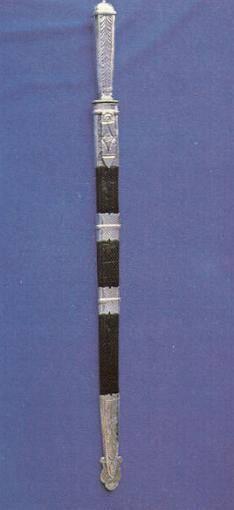 Cuchillo Facón que termina en una punta muy aguda
