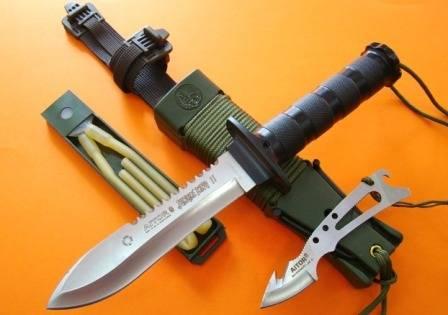 El cuchillo Jungle King tiene dos variantes: el cuchillo Jungle King II y III.