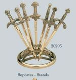 Expositor abrecartas para siete mini espadas. Colección de abrecartas.
