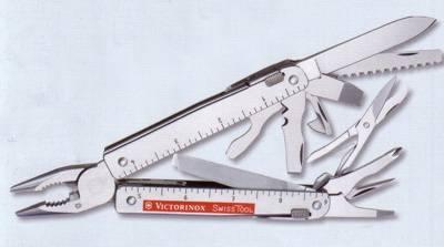 Herramienta multiuso Victorinox Swiss Tool X, navaja mariposa con 27 funciones.
